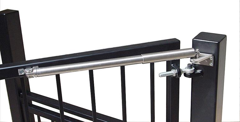 Dictator presenta su modelo mejorado de cierrapuertas para for Puerta que se cierra sola