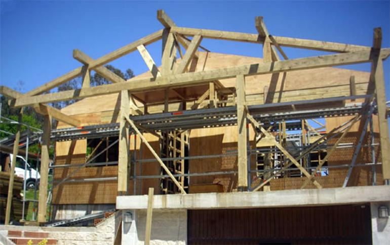 Br tema organiza una charla sobre el uso de la madera en for Empresas de construccion en vigo