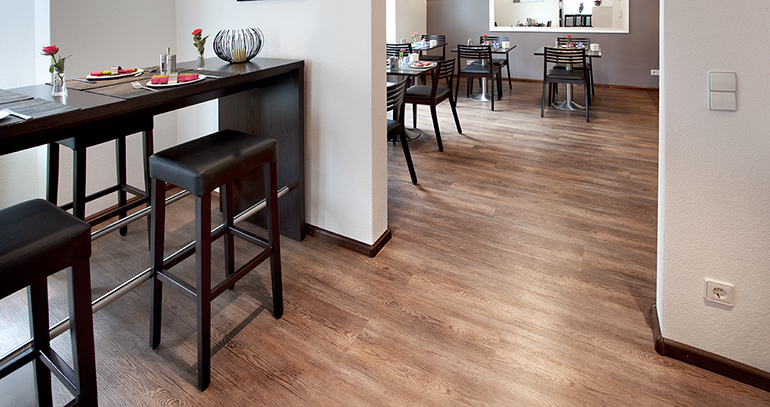 Nuevos pavimentos vin licos con la belleza de la madera for Suelos resistentes