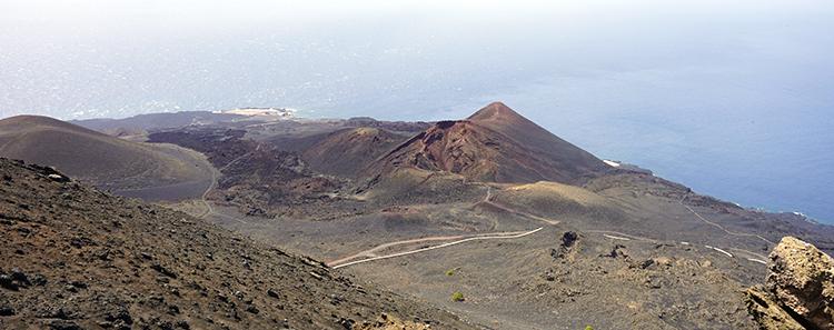 Los registradores ponen certificaciones gratuitas a disposición de los ciudadanos afectados por la erupción del volcán de la isla de La Palma