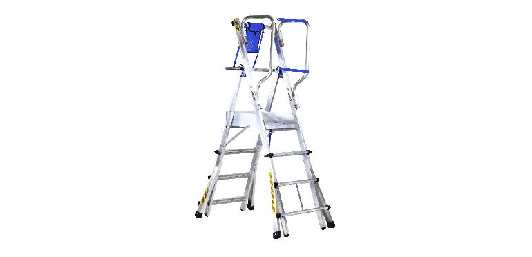 Escalera telescópica de aluminio equipada con plataforma con rodapiés y guardacuerpos