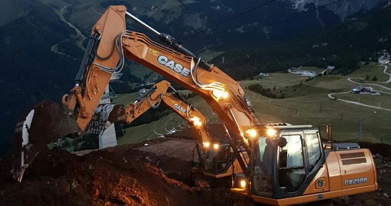 Dos excavadoras Case de la Serie D gestionan el paso del Pordoi