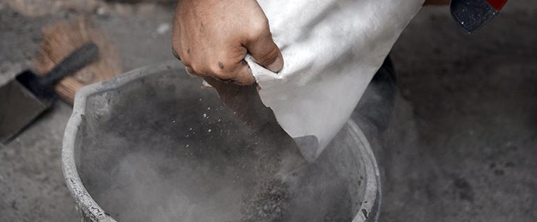 La edificación tira de la demanda de cemento en Andalucía