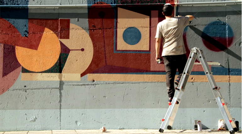 Escaleras seguras para trabajos de arte urbano