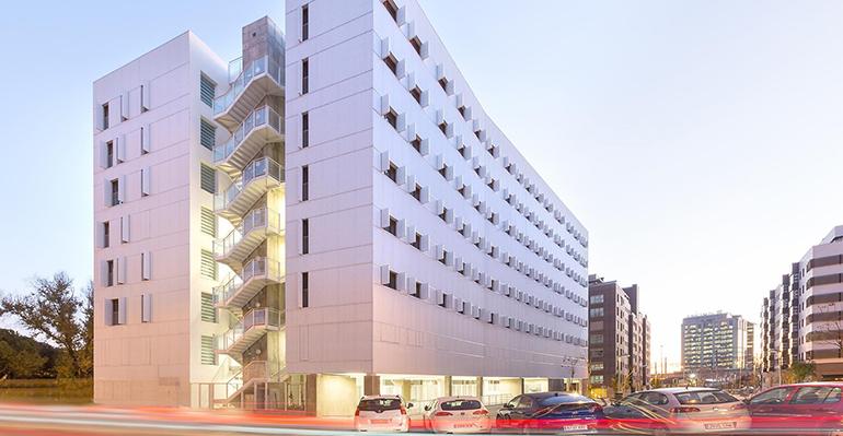 Ideal Standard colabora con la Escuela Internacional Waldorf y el edificio Adelfas 98