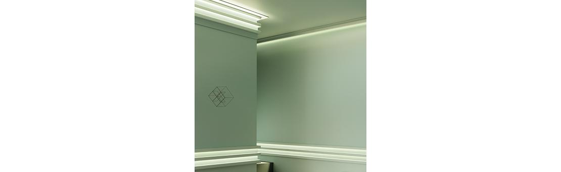 Se trata de una luz de líneas elegantes y medidas pequeñas, por lo que es fácil crear juegos de luces y sombras
