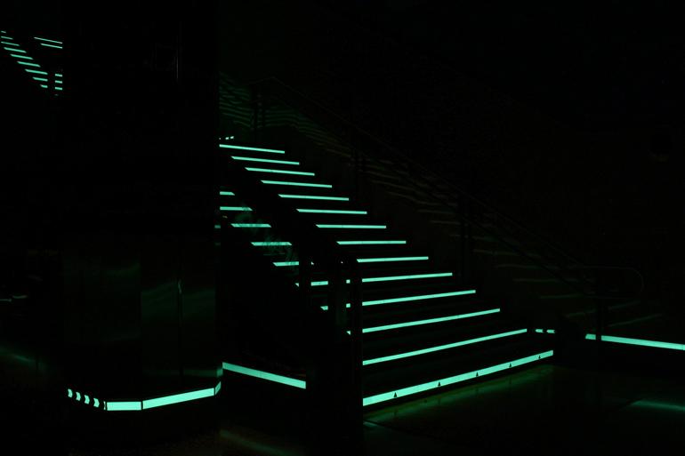 señal luminiscente incumple normativa