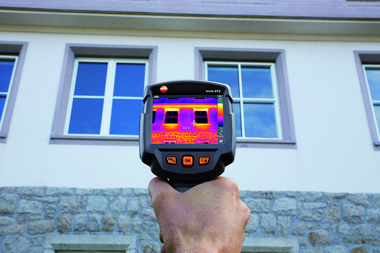 Cámara termográfica para la medición de puentes térmicos y detección de aislamientos defectuosos en edificación